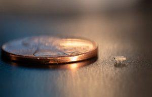 比蚂蚁还小的微型机器人,还不用电就能跑插图