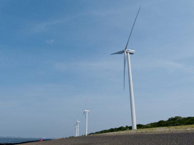未来无人机、攀爬机器人将取代人工检查风力发电机