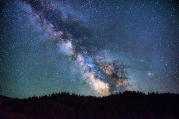 天文学家发现银河系百亿年前吞并矮星系缩略图