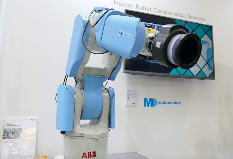 ▲ 包覆在工业机器人上的安全皮肤
