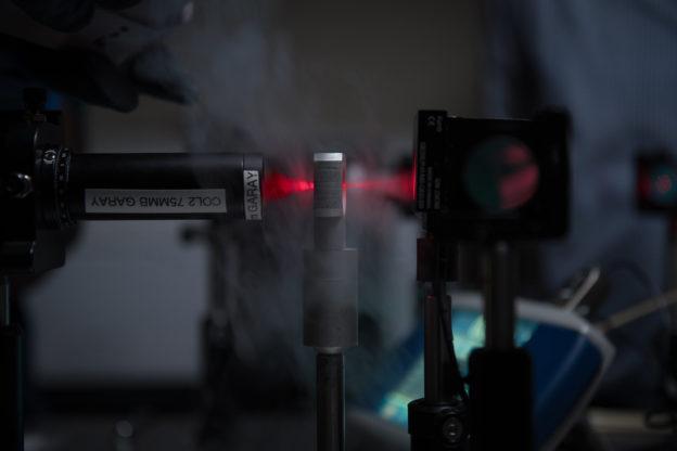 科学家开发新陶瓷焊接技术,不需熔炉可在室温下完成