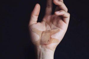 ▲在伤口愈合的过程中,「氧气」都是相当关键的角色,因此从1960年代起,科学家开始以氧气治疗伤口。