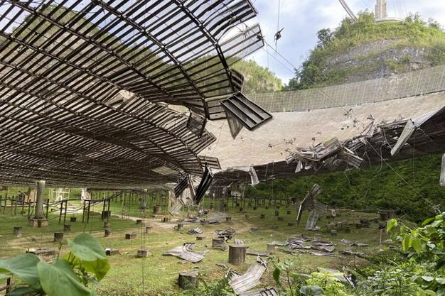 2020年8月电缆断裂导致阿雷西博的盘面及天线损坏。