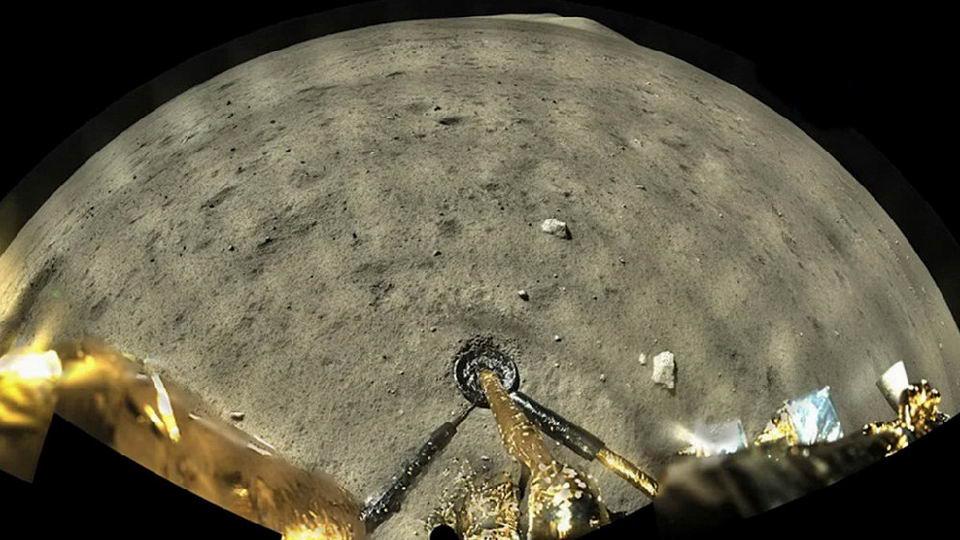 嫦娥五号降落在地球表面
