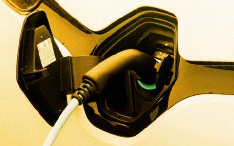 国外研究表明:电动汽车在两年内可能会比汽油车更便宜