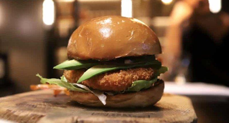 """以色列一餐厅在实验室中制造出""""鸡肉"""",味道和真鸡肉差不多插图"""