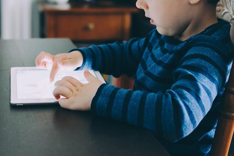 美国一儿童玩iPad游戏花费近10万元