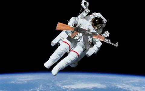 如果在太空中开枪会发生什么:你可能会死于自杀