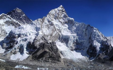 习近平主席和尼泊尔总统共同宣布珠穆朗玛峰最新高度:8848.86米