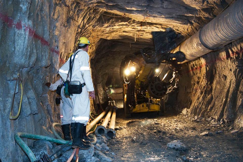 姆波尼格金矿:世界上最深的矿井,深达4公里插图