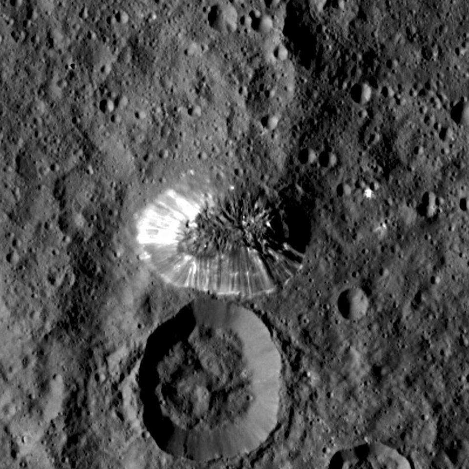 谷神星最高峰:阿胡纳山