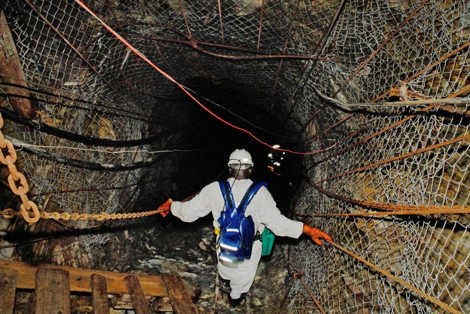 姆波尼格金矿:世界上最深的矿井,深达4公里插图4