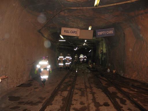 姆波尼格金矿:世界上最深的矿井,深达4公里插图2