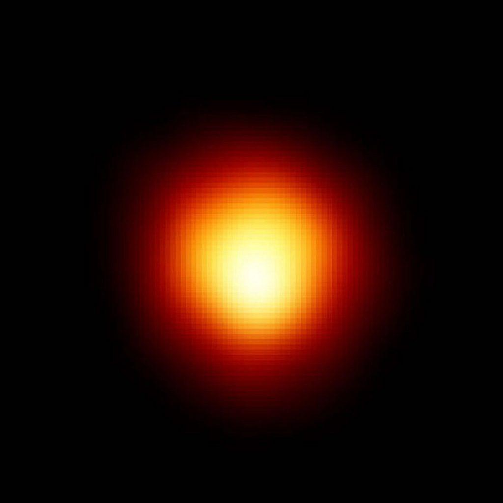 红巨星缓慢的亮度脉动可能是由于伴星吸收周围尘埃物质造成的
