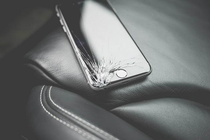 新型自愈材料能在几秒内自动修复破碎的手机屏幕