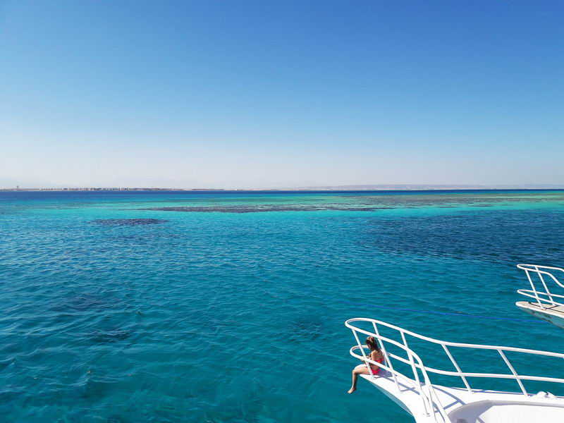 海水为什么是蓝色的?真的是反射天空的颜色么?